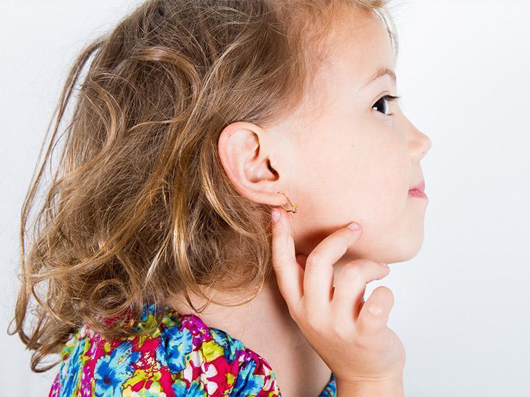 Kolczyki, przekłuwanie uszu, kolczyk wuchu
